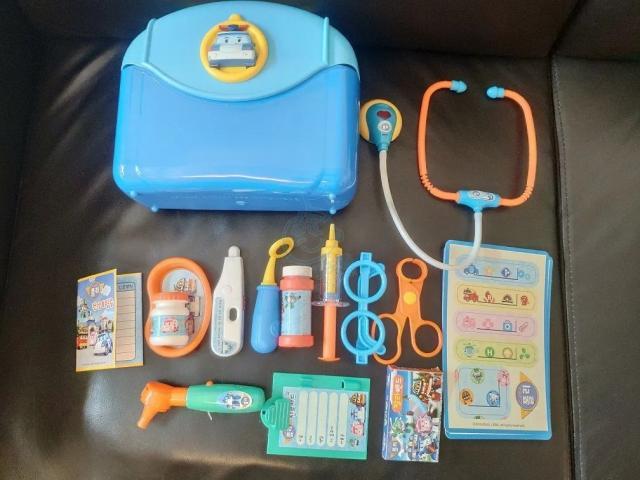 $100 ! 全新兒童繡花鞋, 全新嬰兒安全防撞條, 新淨醫生玩具 alexn(1/23 11:32) 二手 嬰兒用品 孕婦 育嬰 送贈