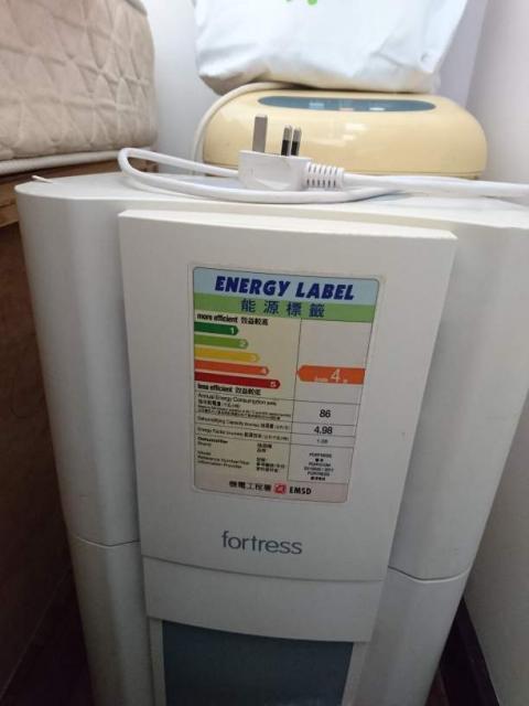 出售豐澤牌 抽濕机 christine(3/20 11:48) 二手 電器 TV  冷熱洗雪燈爐 送贈